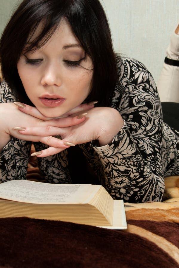 Download Libro De Lectura De La Mujer Foto de archivo - Imagen de lectura, belleza: 7151114