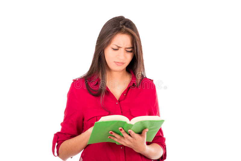 Libro de lectura latino joven de la muchacha fotos de archivo libres de regalías