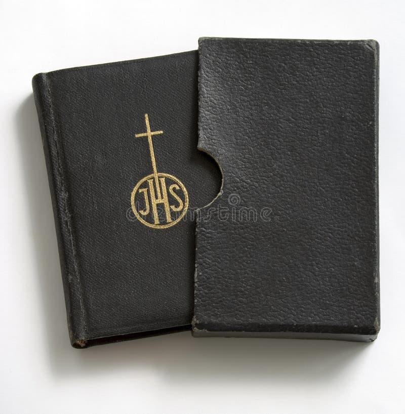 Libro de rezo en cubierta fotos de archivo