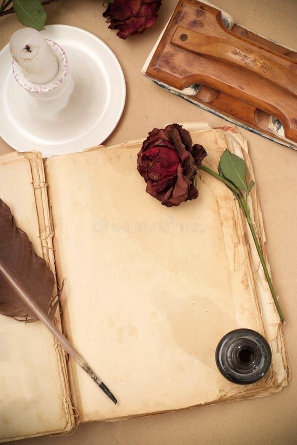 Libro del amor de la vendimia fotografía de archivo