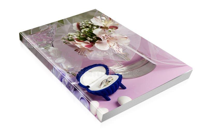 Libro delle fedi nuziali e dei favori di nozze fotografie stock libere da diritti