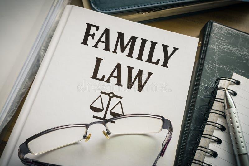 Libro di diritto di famiglia Concetto della giustizia e di legislazione fotografia stock libera da diritti