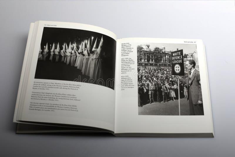 Libro di fotografia da Nick Yapp, dai membri del Ku Klux Klan KKK e dai membri della lega bianca della difesa immagini stock libere da diritti