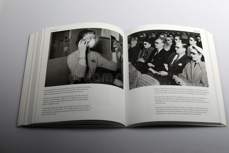 Libro di fotografia di Nick Yapp, cinema 3D a Berlino 1951 fotografia stock libera da diritti