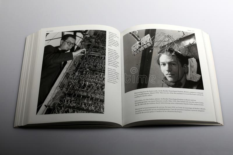 Libro di fotografia di Nick Yapp, encefalogramma nel marzo 1950 nell'istituto neurologico di carico, Bristol fotografie stock