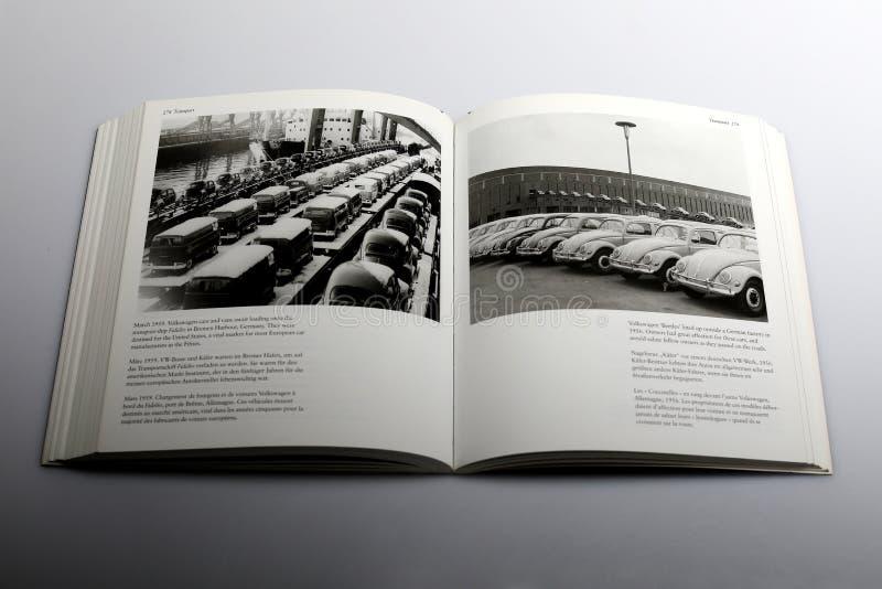 Libro di fotografia di Nick Yapp, flotta di Volkswagen delle automobili e dei furgoni fotografia stock libera da diritti