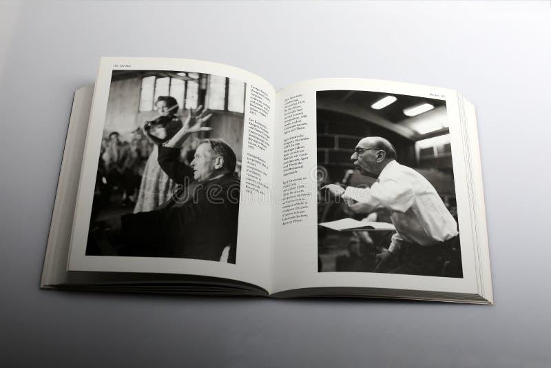 Libro di fotografia di Nick Yapp, Georges Enesco e Igor Stravinsky immagine stock