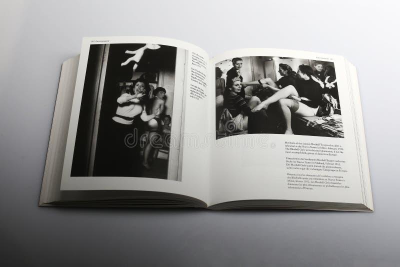Libro di fotografia di Nick Yapp, troupe di Bluebell dopo la ripetizione immagine stock