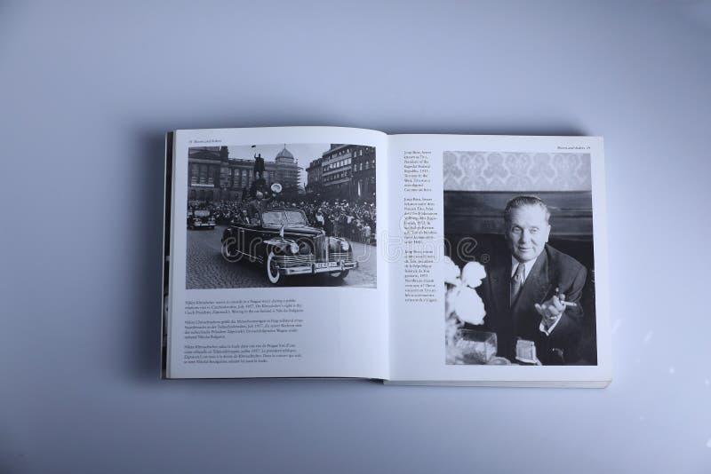 Libro di fotografia di Nick Yupp, Nikita Khrushchev e Tito immagine stock