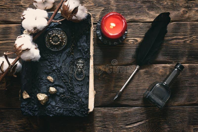 Libro di magia immagini stock libere da diritti