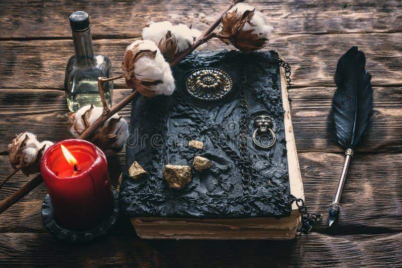 Libro di magia fotografia stock libera da diritti