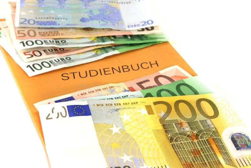 Libro di studio con le euro note immagine stock