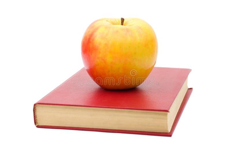 Libro e mela fotografie stock libere da diritti