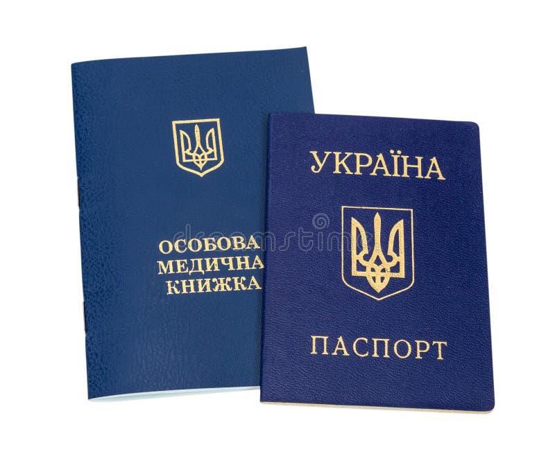 Libro e passaporto sanitari ucraini fotografia stock libera da diritti