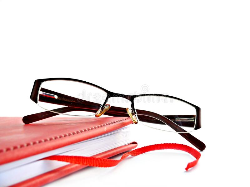 Libro e vetri rossi fotografia stock