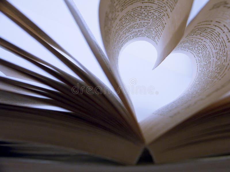Libro a forma di del cuore fotografie stock libere da diritti