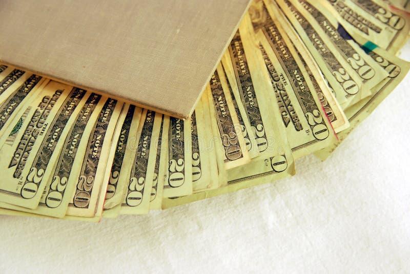 Libro hueco con el dinero foto de archivo libre de regalías