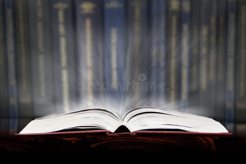 Libro listo imagenes de archivo