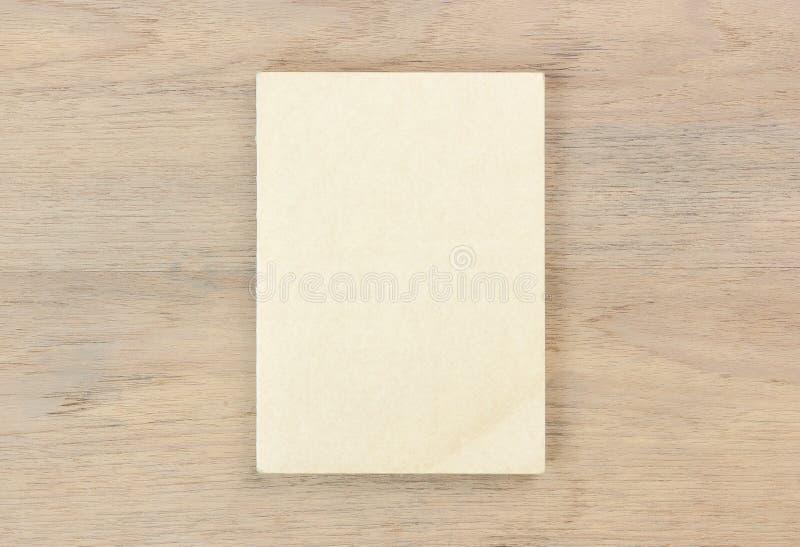 libro marrón cercano imágenes de archivo libres de regalías