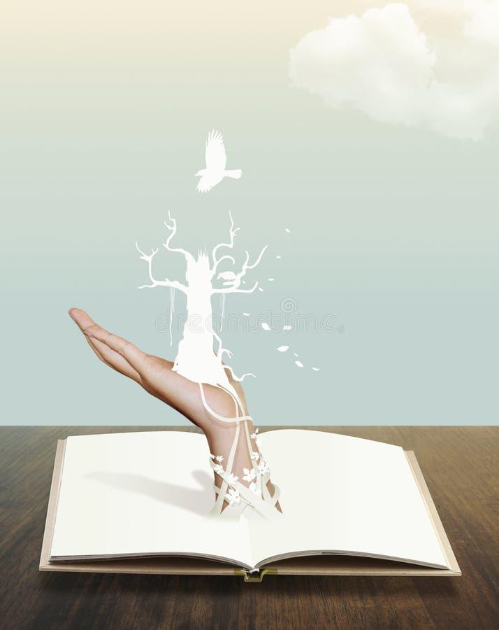 Libro muerto del árbol con diseño conceptual de la nube foto de archivo libre de regalías