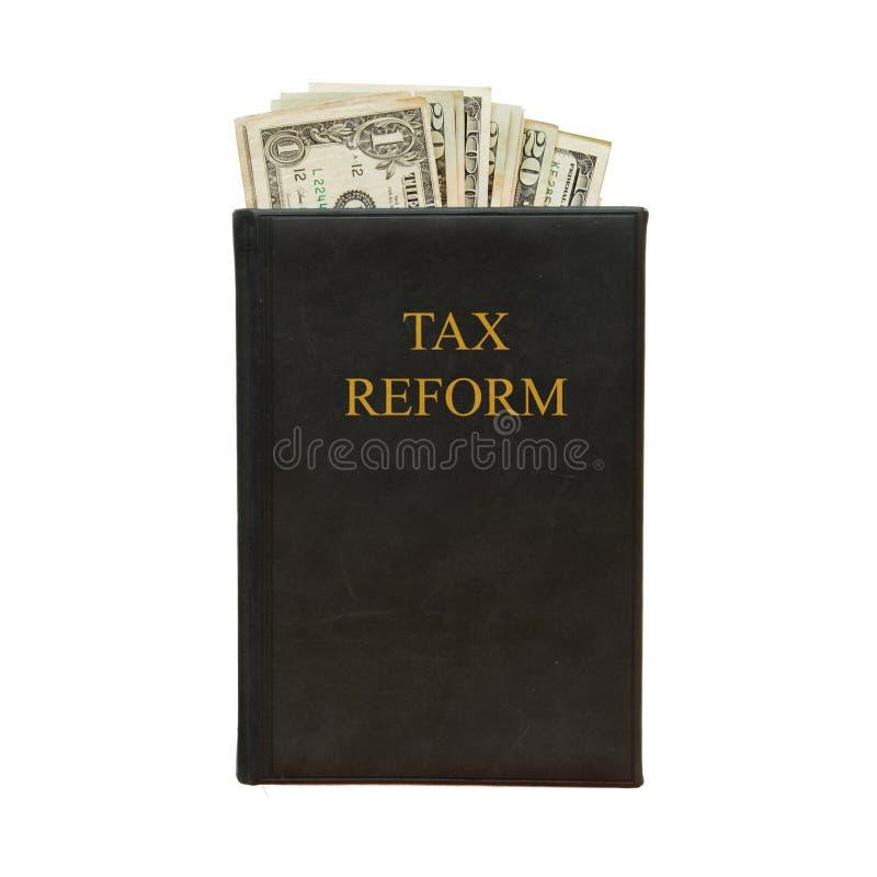 Libro nero e soldi con la riforma fiscale dell'iscrizione su fondo bianco fotografie stock