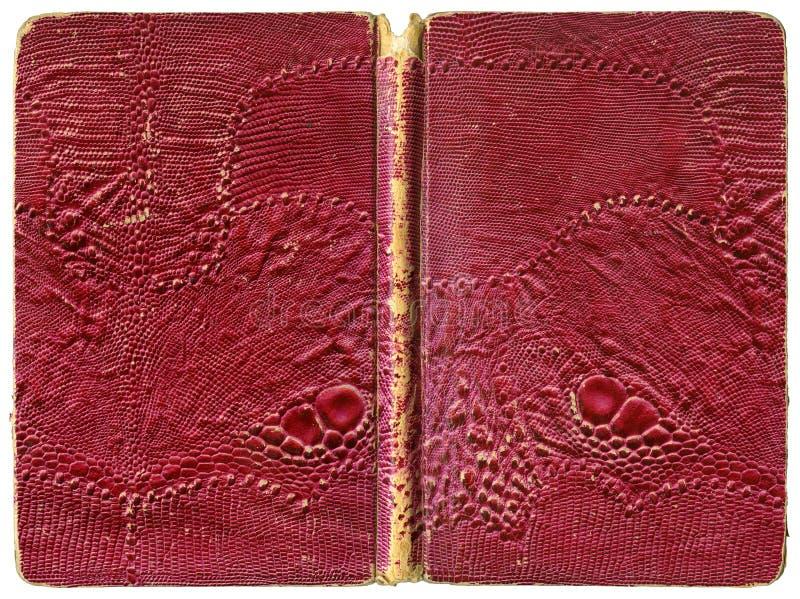 Libro o cuaderno abierto - cubierta hecha andrajos del vintage con cuero artificial del lagarto imagenes de archivo