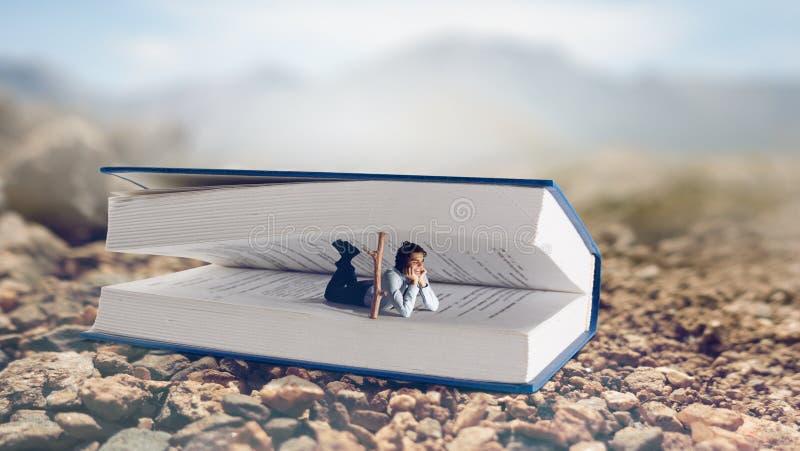 Libro que le lleva a otra realidad Técnicas mixtas fotografía de archivo