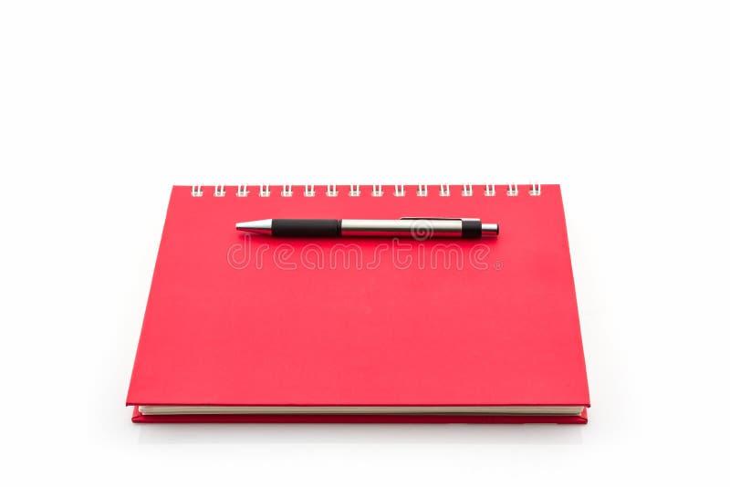 Libro rosso del diario con la penna immagine stock libera da diritti
