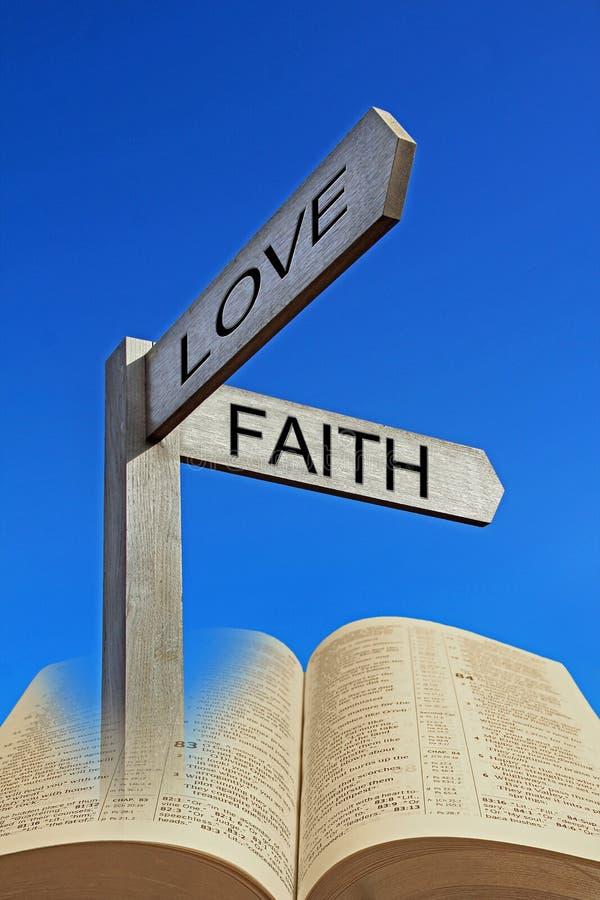 Libro sacro aperto della bibbia di direzione di fede divina spirituale del percorso immagine stock