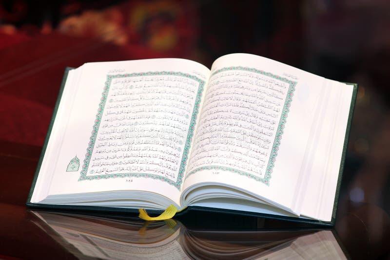 Libro sagrado del Corán imágenes de archivo libres de regalías