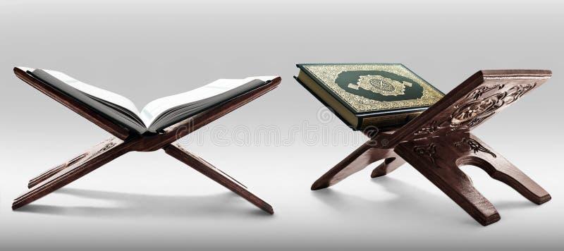 Libro sagrado del Quran aislado en el fondo blanco imagen de archivo libre de regalías