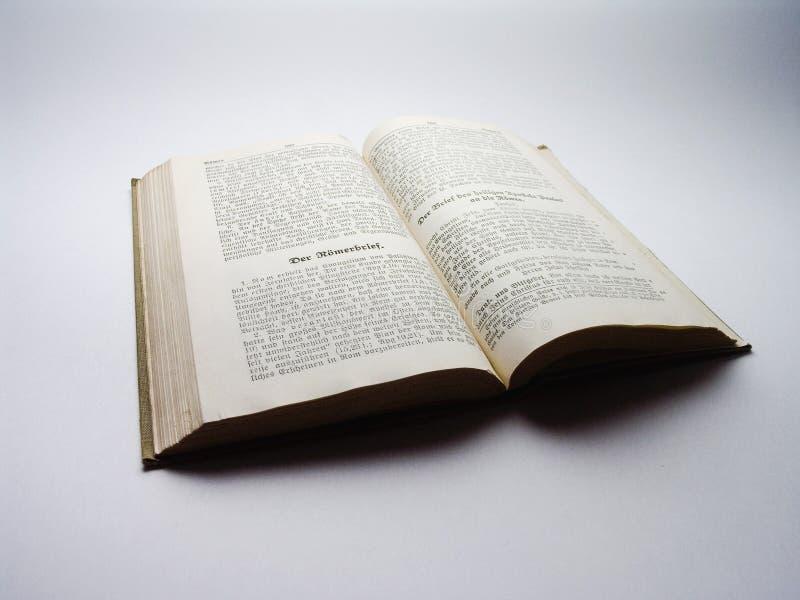 Libro viejo - biblia alemana vieja imágenes de archivo libres de regalías