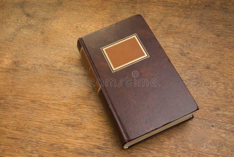 Libro viejo cerrado en un vector de madera fotografía de archivo libre de regalías