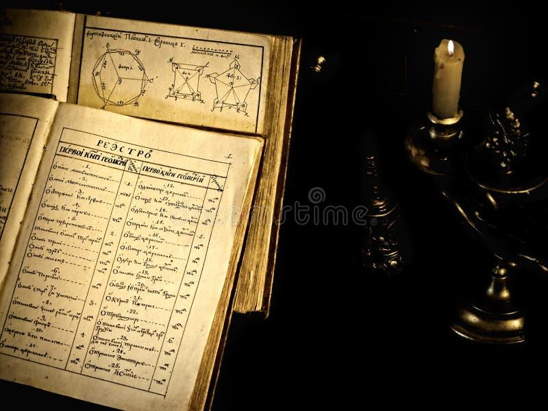 Libro viejo de la ciencia foto de archivo libre de regalías