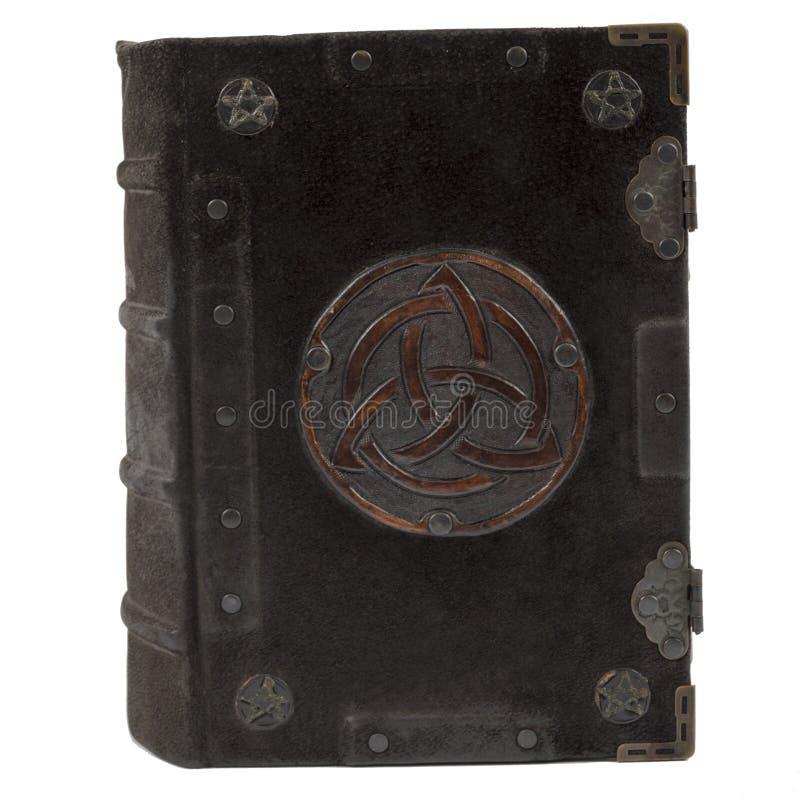 Libro viejo del vintage con la cubierta de cuero aislada en el fondo blanco imágenes de archivo libres de regalías