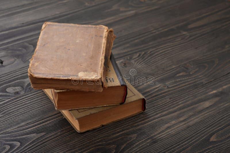 Libros apilados del vintage fotos de archivo libres de regalías