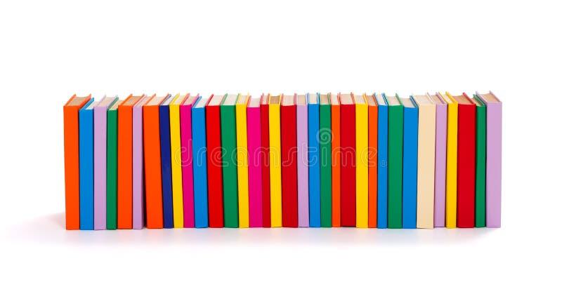 Libros coloridos en fila imagen de archivo