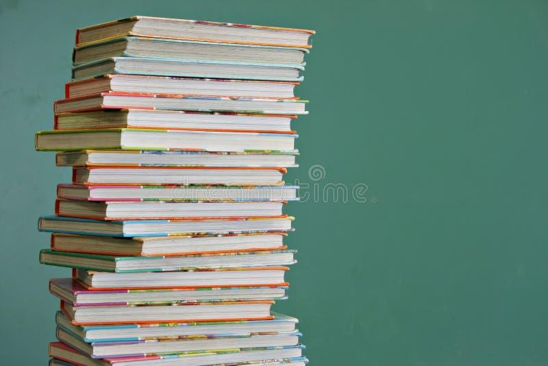 Libros de escuela de los niños foto de archivo