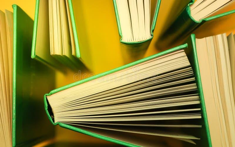 Libros de estudio, literatura tomada desde arriba - Libros sobre amarillo fotografía de archivo