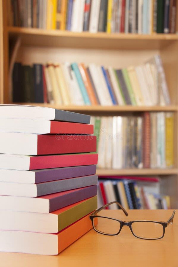 Libros de lectura foto de archivo libre de regalías
