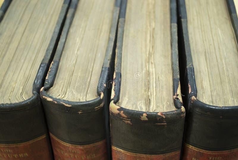 Libros de ley viejos imagen de archivo
