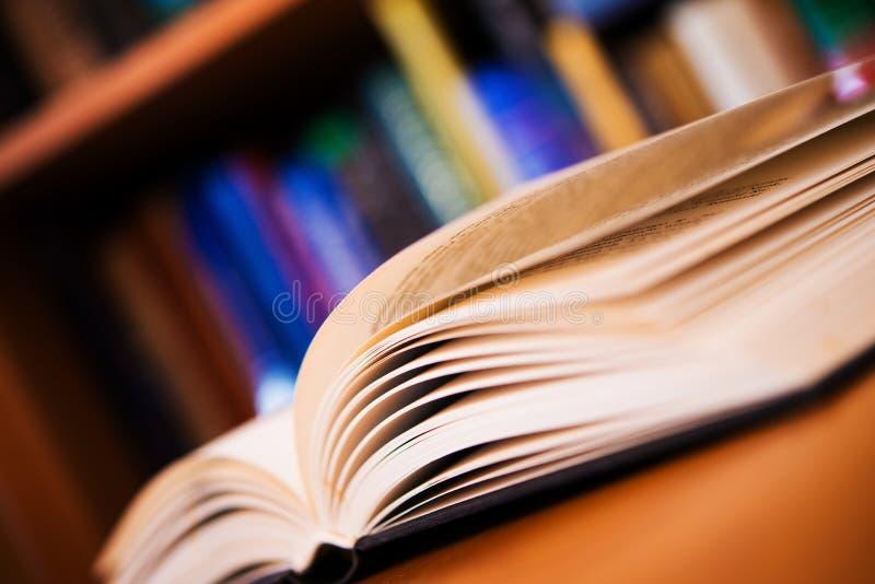 Libros que leen la foto del concepto fotografía de archivo libre de regalías