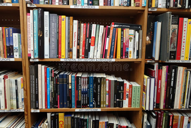 Libros usados del arte para la venta imagenes de archivo