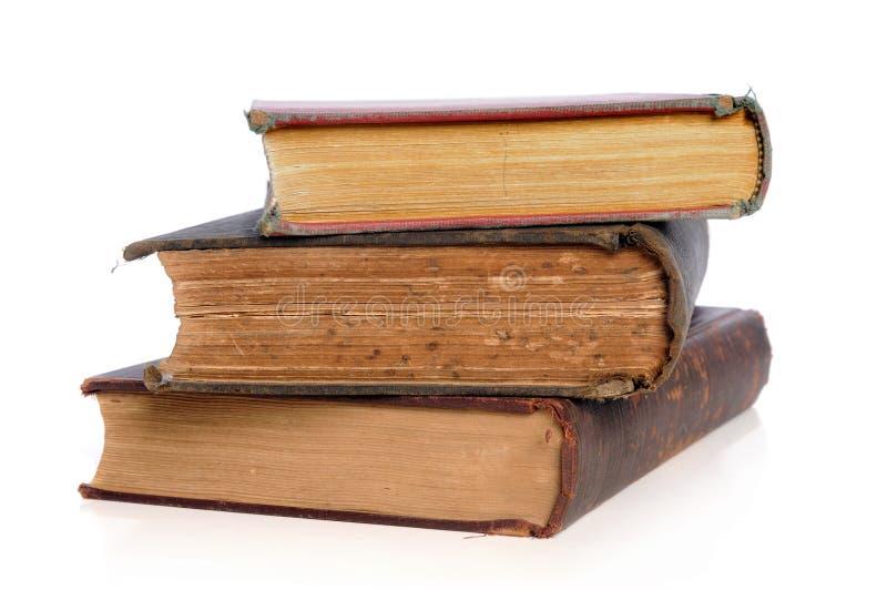 Libros viejos en una pila fotos de archivo libres de regalías