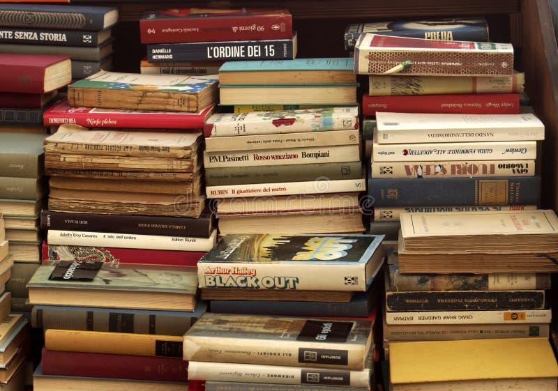 Libros viejos para la venta imagen de archivo