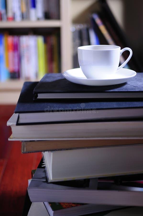 Libros y café foto de archivo libre de regalías