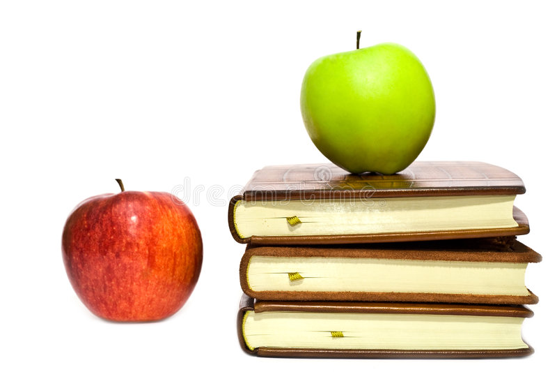 Libros y dos manzanas imagen de archivo libre de regalías