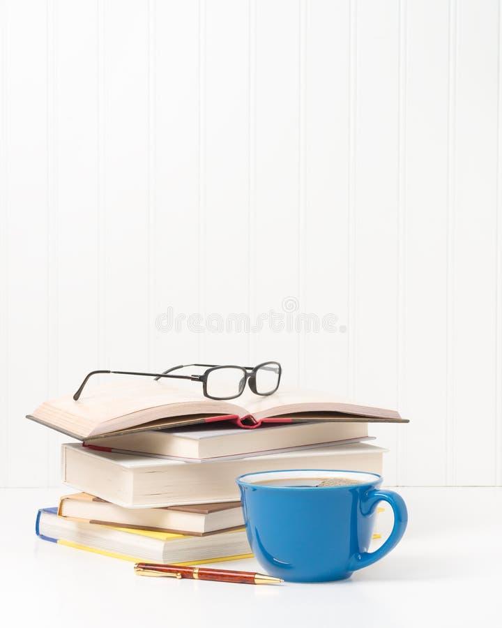 Libros y retrato del café fotos de archivo libres de regalías