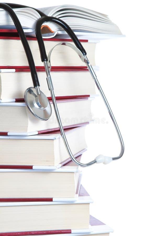 Libros y un estetoscopio médico. fotos de archivo libres de regalías