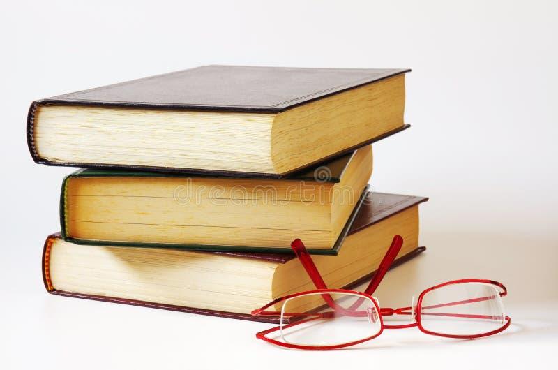 Libros y vidrios foto de archivo